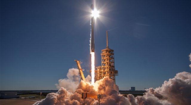 SpaceX успешно запускает спутники Starlink