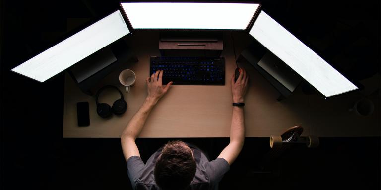 6 быстрых способов исправить темную тему проводника Windows 10, когда она ломается