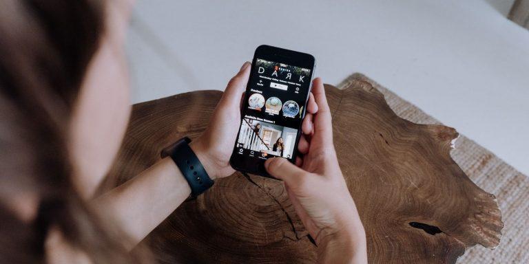 Как смотреть Netflix с пространственным звуком на iOS