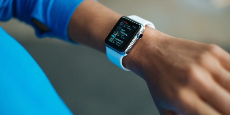 Как сохранить здоровый слух с помощью iPhone и Apple Watch
