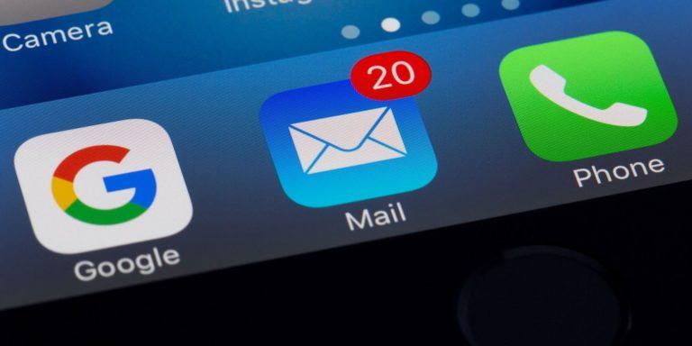 Разница между скрытием моей электронной почты в iCloud + и входом с помощью Apple