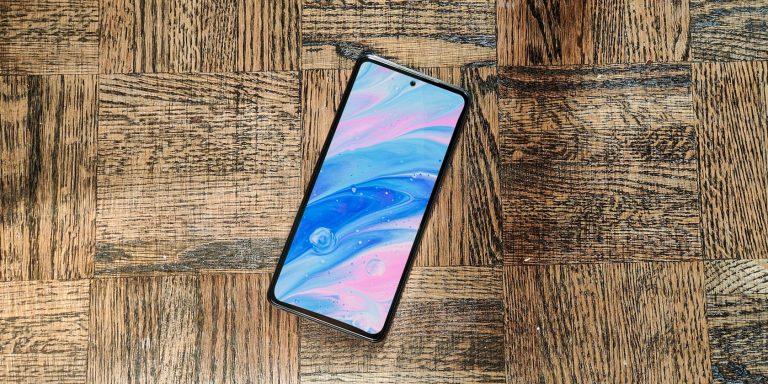 Samsung, как сообщается, удаляет рекламу из системных приложений на своих телефонах