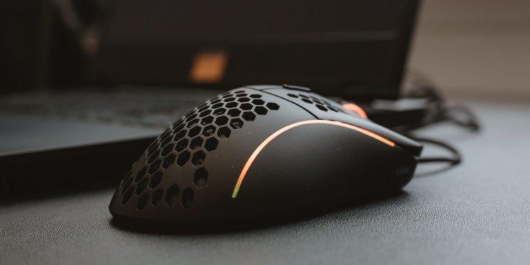 Кто угодно может стать администратором Windows, подключив мышь или клавиатуру Razer
