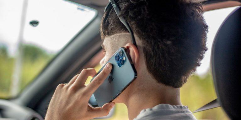 Позволяет ли iPhone 13 совершать спутниковые звонки?