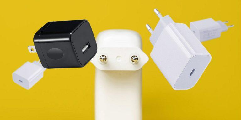 Что делать с производителями смартфонов, не включая зарядные устройства?